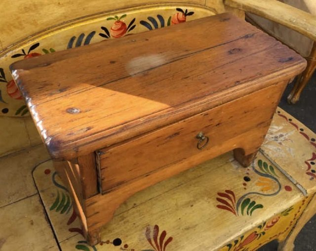 Antique Early American Style Work Bench w Drawer - 3