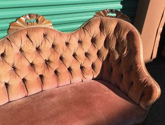 Antique 19th C American Victorian Tufted Settee - 4