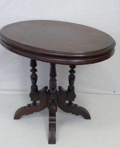 Antique 19th C American Victorian Oval End Table