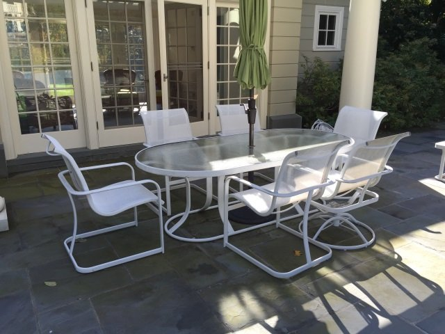 Patio / Deck Dining Table & Six Chairs w Umbrella