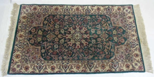 Persian / Oriental Style Knotted Wool Throw Rug