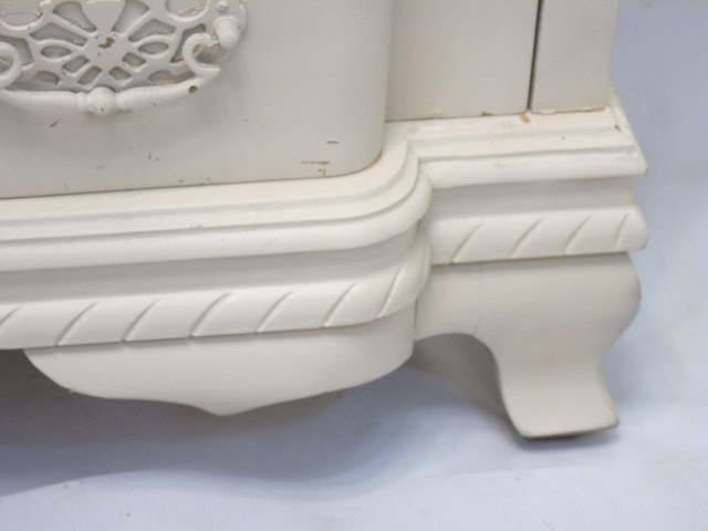 White Painted Queen Anne Style Chest of Drawers - 2