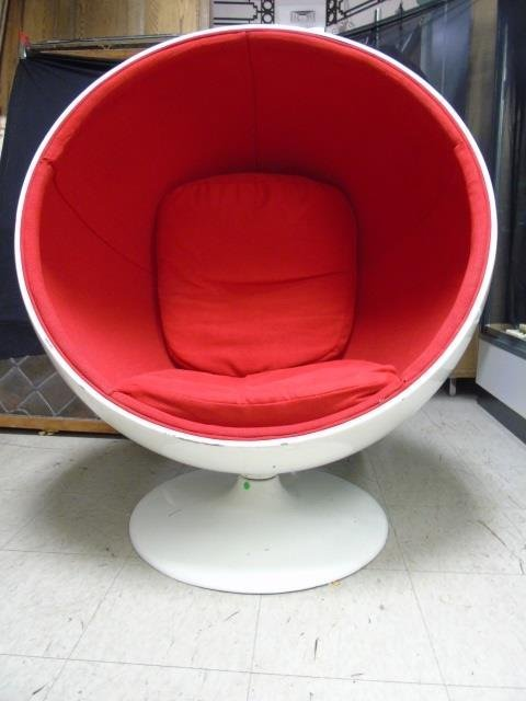 Mid Century Modern Bucket / Ball Chair - 4