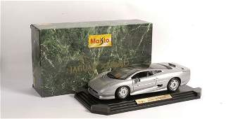317: Maisto 1/12th scale Jaguar XJ220 from 1992