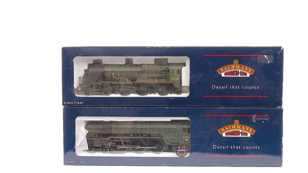 3011: Bachmann - A Pair of BR Green Steam Locos