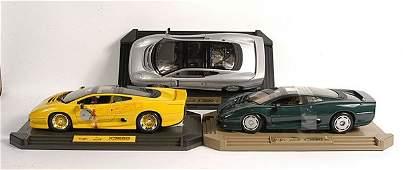 426: Maisto a group of 1/12th scale Jaguar XJ220.