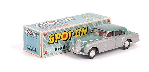1017: Spot-On No.102 Bentley Saloon