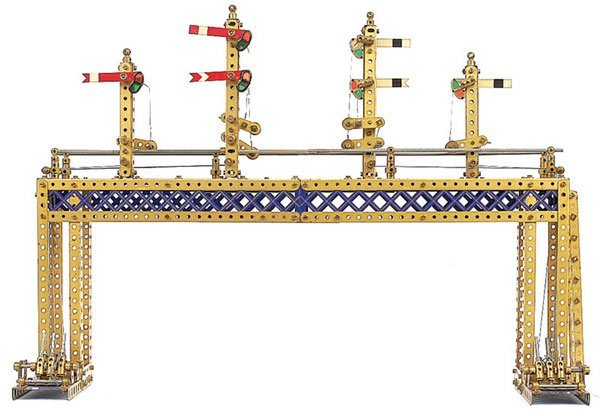 4023: Meccano Model of Overhead Signal Gantry