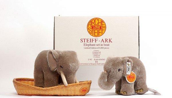 2: Steiff Noah's Ark Elephant Set