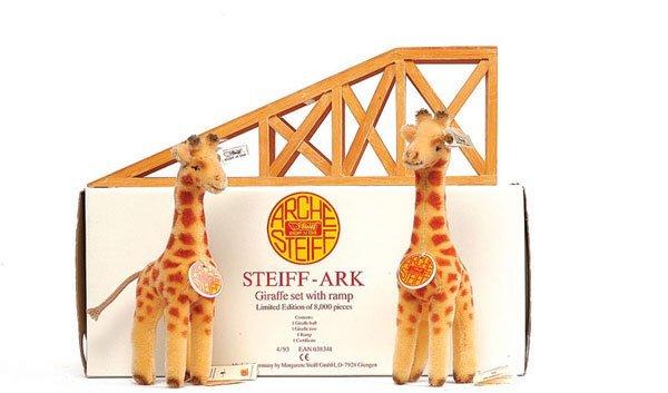 4: Steiff Noah's Ark Giraffe with Ramp Set