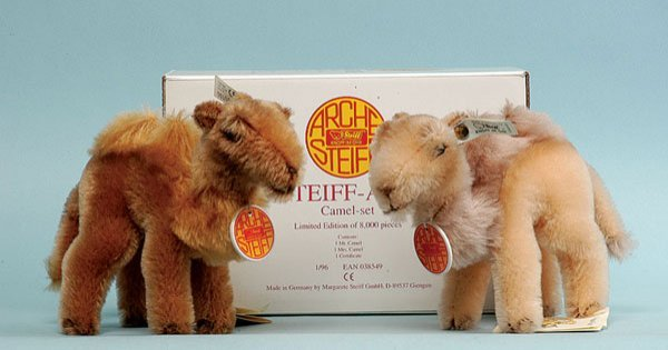 10: Steiff Noah's Ark Camel Set