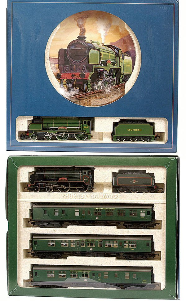 4006: Hornby R2082 BR Schools Train Pack & Others