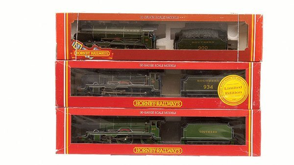 4021: Hornby - 3 x Southern 4-4-0 Schools Class Locos