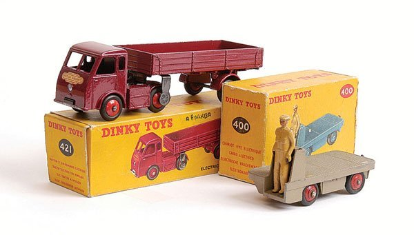 1010: Dinky - A Pair of Electric Trucks