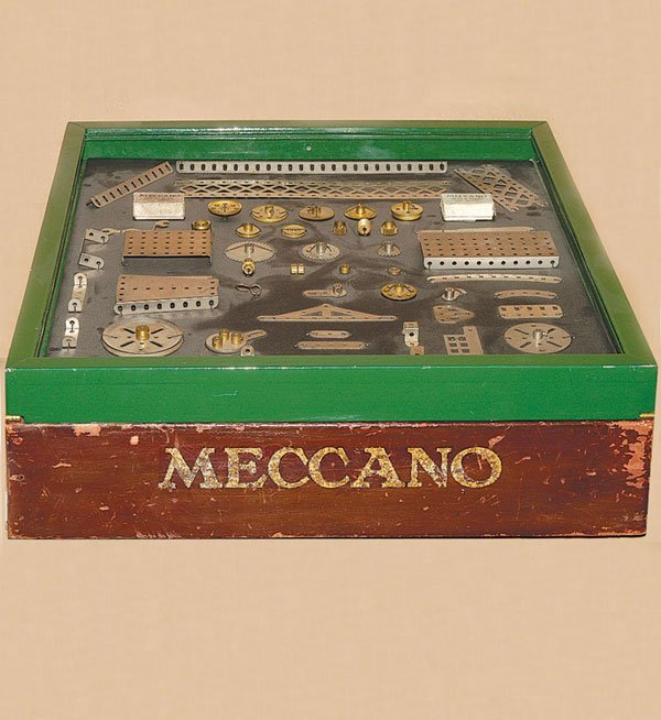 5011: Meccano Early 1920s Dealers Cabinet