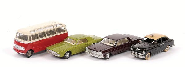 1002: French Dinky - A Group of Cars