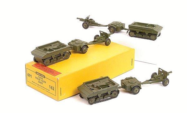 62: Dinky Trade Box for 3 x 162 Field Gun Unit