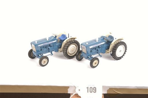 109: Britains 2 x 9527 Ford Super Major 5000 Tractor
