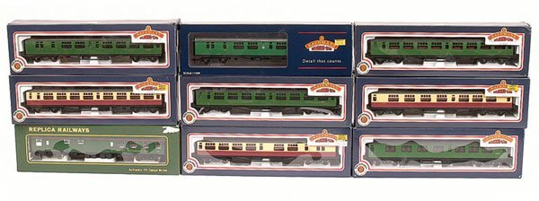 4018: OO Gauge - A Group of BR Passenger Rolling Stock