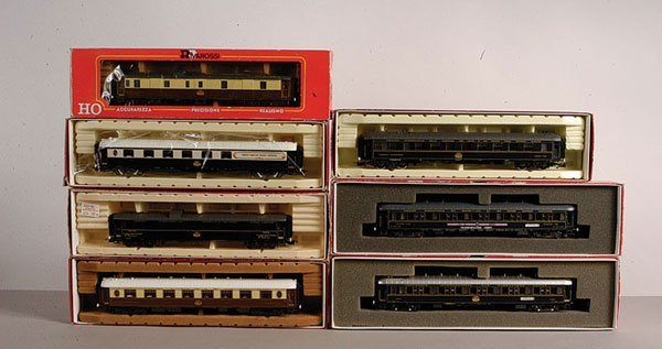 4289: Rivarossi - A Group of Wagon-Lits Coaches