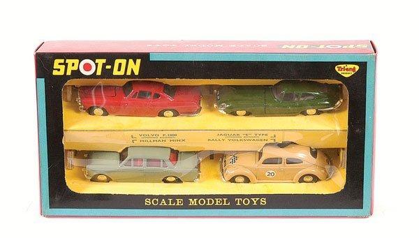 1010: Spot-on No.702A Gift Set