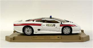 4001: Maisto 1/12 scale Jaguar XJ220
