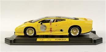 4005: Maisto 1/12 scale Jaguar XJ220