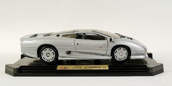 4006: Maisto 1/12 scale Jaguar XJ220