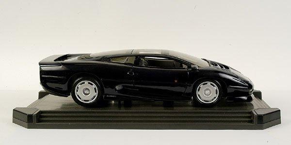 4007: Maisto 1/18 scale Jaguar XJ220