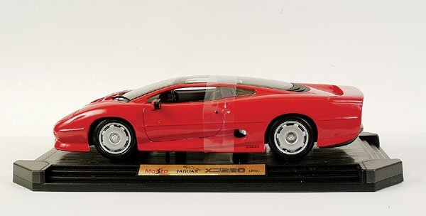 4008: Maisto 1/12 scale Jaguar XJ220