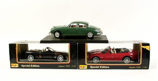4011: Maisto - a group of 9 1/18 scale Jaguars