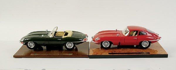 4012: Bburago - a pair of 1/18 scale Jaguar E-types
