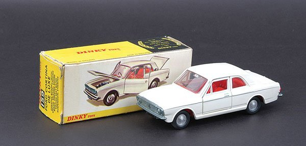 13: Dinky - No.159 Ford Cortina De Luxe