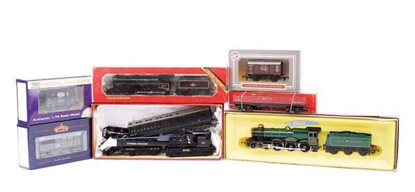 4013: OO Gauge - A Group of Locos and Rolling Stock