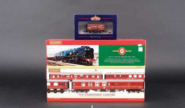 """4060: Hornby R2169 4-6-2 No.35028 """"Clan Line"""" & Others"""