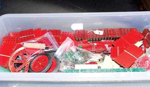 7: Meccano - Red and Green Components