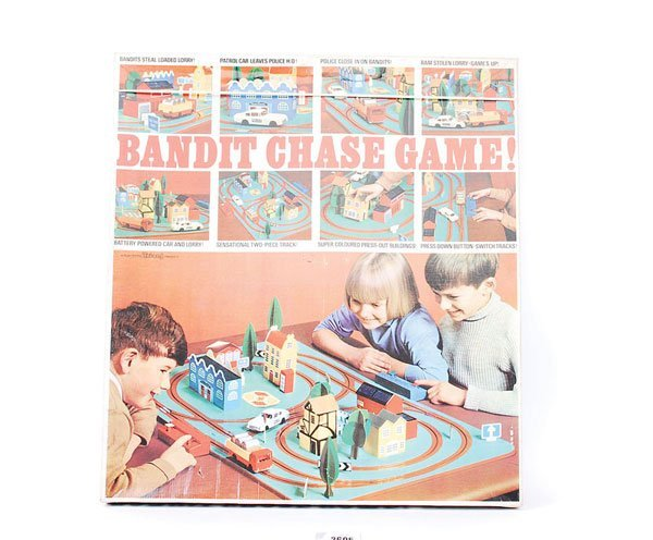 2695: Triang Bandit Chase Game