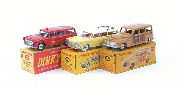 3018: Dinky - A Group of Estate Cars.