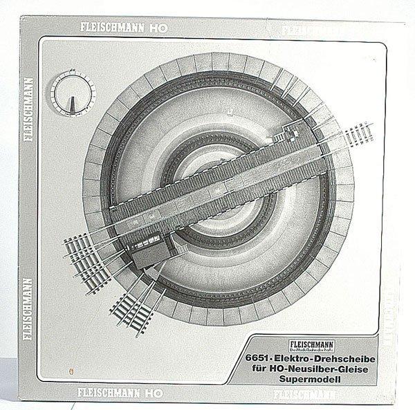 3004: Fleischmann No.6651 Turntable