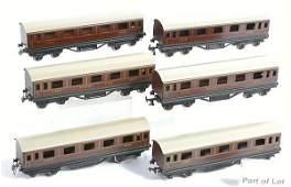 3316: Trix Railways Repainted Short Bogie Coaches