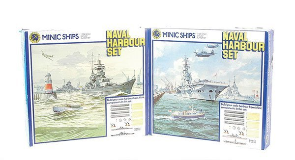 2: Triang Minic Ships Naval Harbour Set