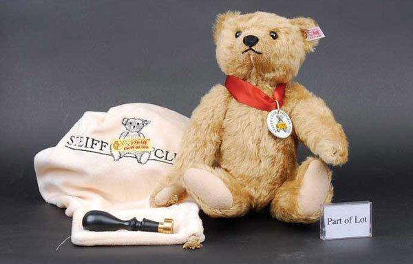 2021: Steiff Franz Club Bear 2004
