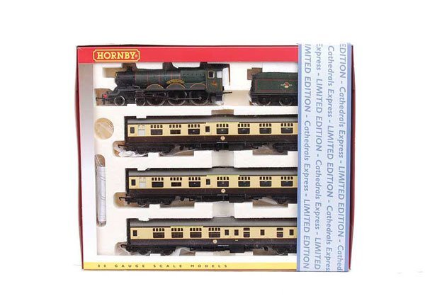 "4014: Hornby R2432 ""Cathedrals Express"" Train Pack"