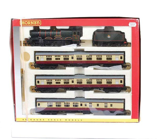 4015: Hornby R2133M (Limited Edition) BR Train Pack