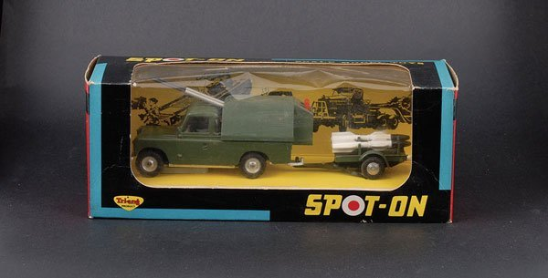 1374: Spot-on 419 Military Land Rover Rocket Launcher