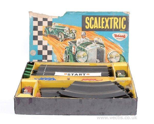 1002: Scalextric No.V33 Vintage Motor Racing Set