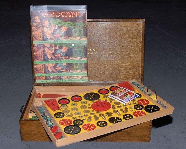 4004: Meccano 1951 No.10 Set in Wooden Cabinet