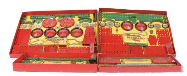 4017: Meccano Early 1950s Red and Green Outfits