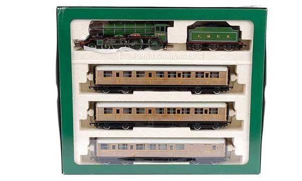 4003: Hornby R2017 LNER Train Pack
