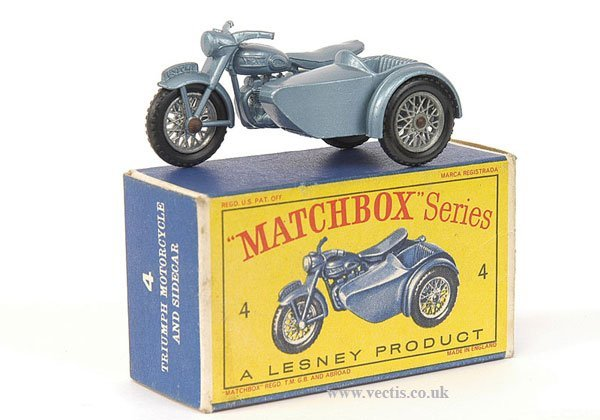 1006: Matchbox No.4b Triumph Motorcycle with Sidecar
